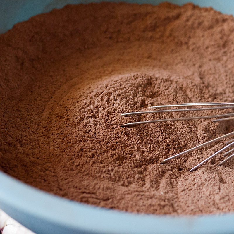 Whisk all the dry ingredients to combine thoroughly. Make sure you get that baking powder and soda evenly distributed.