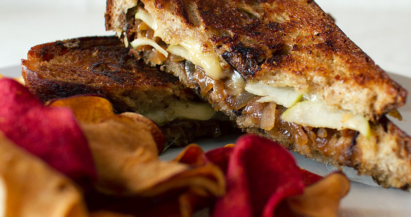 aged gouda and apple grilled cheese sandwich on fmitk.com
